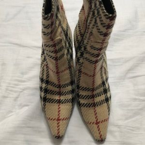 Burberry ankle boots hi heeled